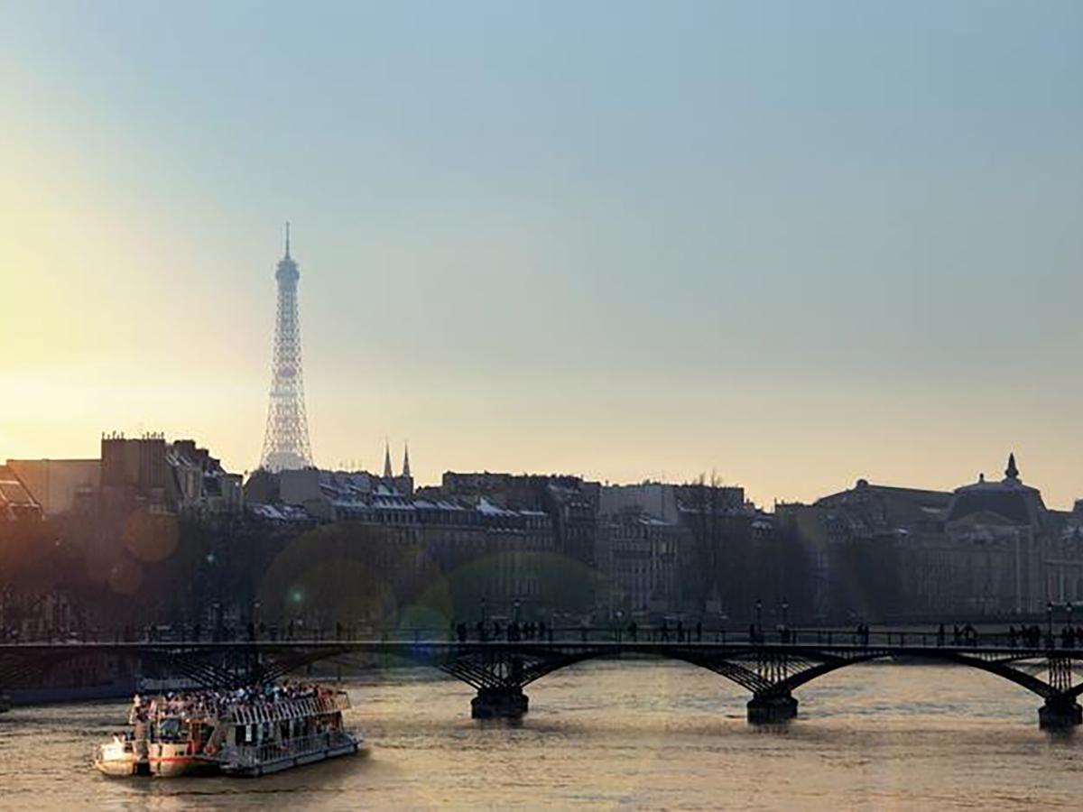 LOVE CRUISE NOUVEL HOTEL EIFFEL PARIS